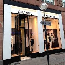 a2ecbb775 يقدم بوتيك شانيل Chanel Boutique منتجات ماركة شانيل العالمية من ملابس  والعطور ومستحضرات التجميل والأحذية والاكسسوارات وحقائب اليد، وتتميز منتجات  شانيل ...