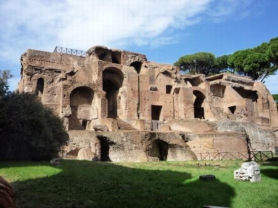 Image result for بالاتين..أقدم هضاب روما