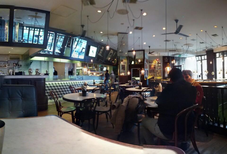 في لندن مطعم ديشوم  S599T